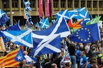 حامیان استقلال اسکاتلند از بریتانیا در گلاسکو راهپیمایی کردند