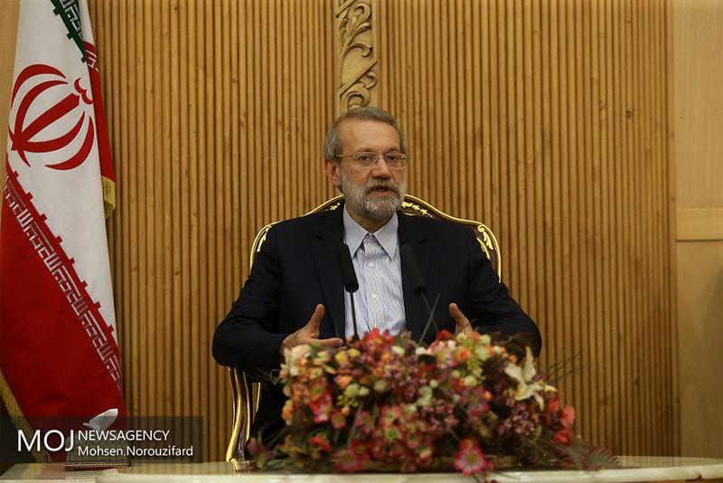 لاریجانی با خانواده شهدای حادثه تروریستی مجلس دیدار کرد