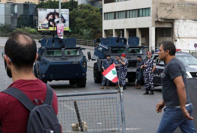 ارتش لبنان بازگشایی راه های مسدود شده توسط معترضان را آغاز کرد