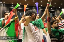 تماشای فوتبال و شادی مردم اصفهان بعد از برد ایران مقابل مراکش در جام جهانی ۲۰۱۸ روسیه