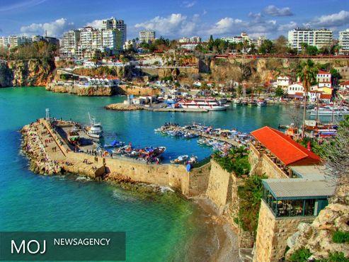 کاهش بیش از ۴۰ درصدی ورود گردشگران خارجی به ترکیه