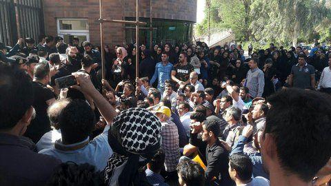 تجمع مجدد سپرده گذاران موسسه آرمان در مقابل استانداری خوزستان