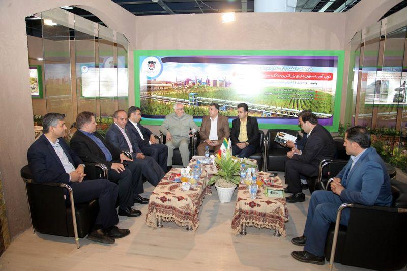 حضور معاون سازمان محیط زیست در غرفه ذوب آهن اصفهان