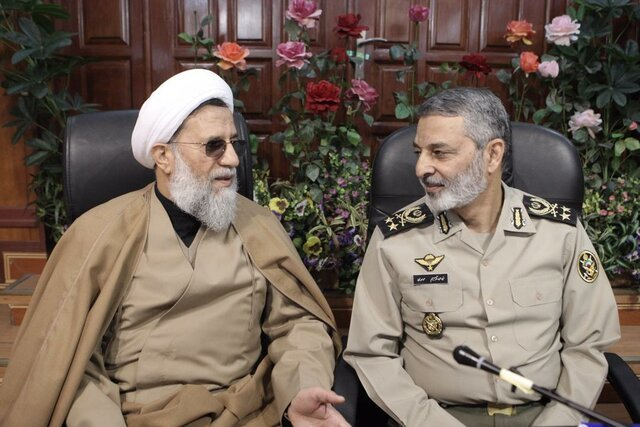 رئیس سازمان عقیدتی سیاسی ارتش به سرلشکر موسوی تبریک گفت