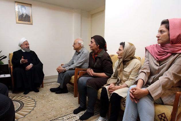 روحانی با خانواده شهید شاهمیریان دیدار کرد