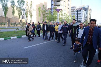 پیاده روی خانوادگی در تبریز