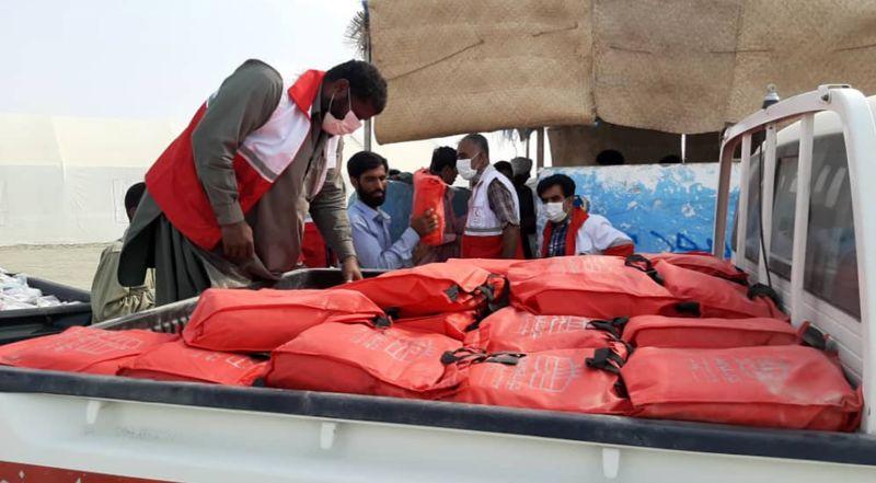 توزیع بسته های غذایی و بهداشتی در روستای زاچ و داربست