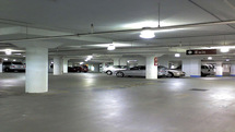 کشف ۱۴ خودروی صفر احتکاری از یک پارکینگ توسط پلیس