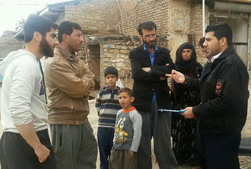 تیم های اورژانس اجتماعی و متخصصان اداره بهزیستی در میان زلزله زدگان کرمانشاه