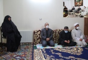 دیدار استاندار قم با خانواده شهید علیرضا طاهری