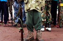 پسر خلیفه حفتر، کودکان را وادار به حضور در جنگ داخلی لیبی می کند