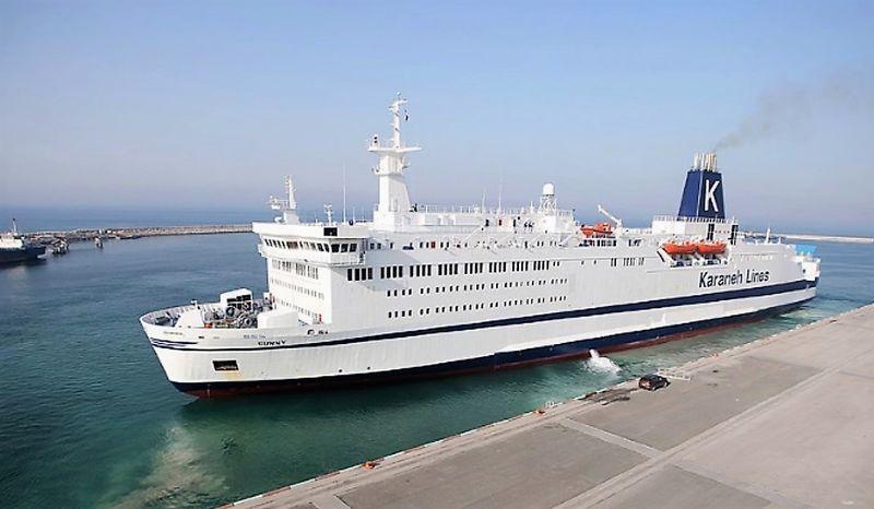 کشتی هفت طبقه سانی در مسیر دریایی بندرعباس- شارجه امارات
