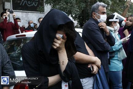 عزاداری دوستداران شجریان پس از اعلام خبر فوت ایشان در اطراف بیمارستان جم