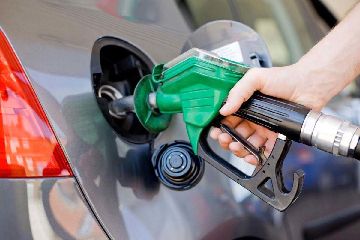 سهمیه بنزین مرداد خودروها و موتور سیکلتها در کارت های سوخت شارژ شد