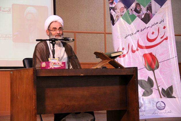 جایگاه و ارزش زن در جامعه اسلامی باید در جلسات تخصصی بحث شود