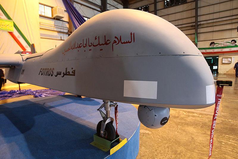 پرواز پهپاد ایرانی بالای سر ناو آمریکایی