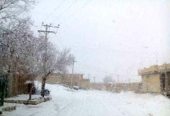 آغاز بارش برف در  مناطق غربی استان اصفهان