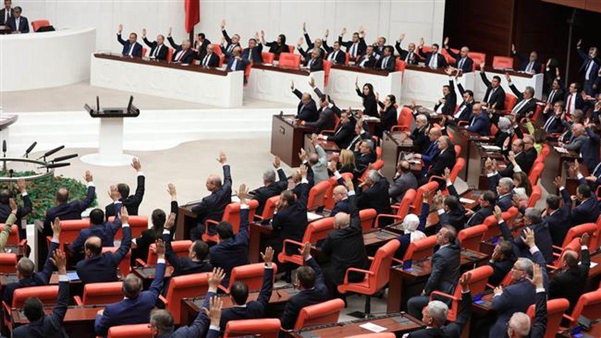 پارلمان ترکیه لایحه تمدید حضور نظامیان در لیبی را تمدید کرد