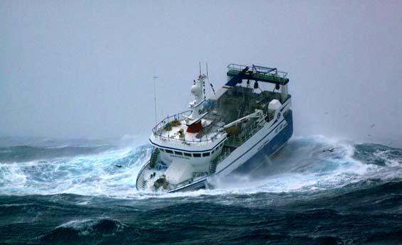 تمامی فعالان در دریای خزر امشب از فعالیت در دریا پرهیز کنند