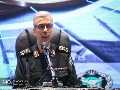 نیروهای مسلح در اجرای بیانیه گام دوم انقلاب مسئولیت سنگینی دارند