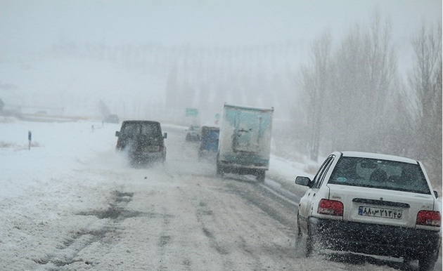 بارش برف و باران در 19 محور مواصلاتی/هراز تا اطلاع ثانوی مسدود است