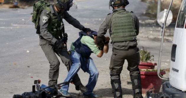 نظامیان صهیونیست 25 جوان فلسطینی را بازداشت کردند