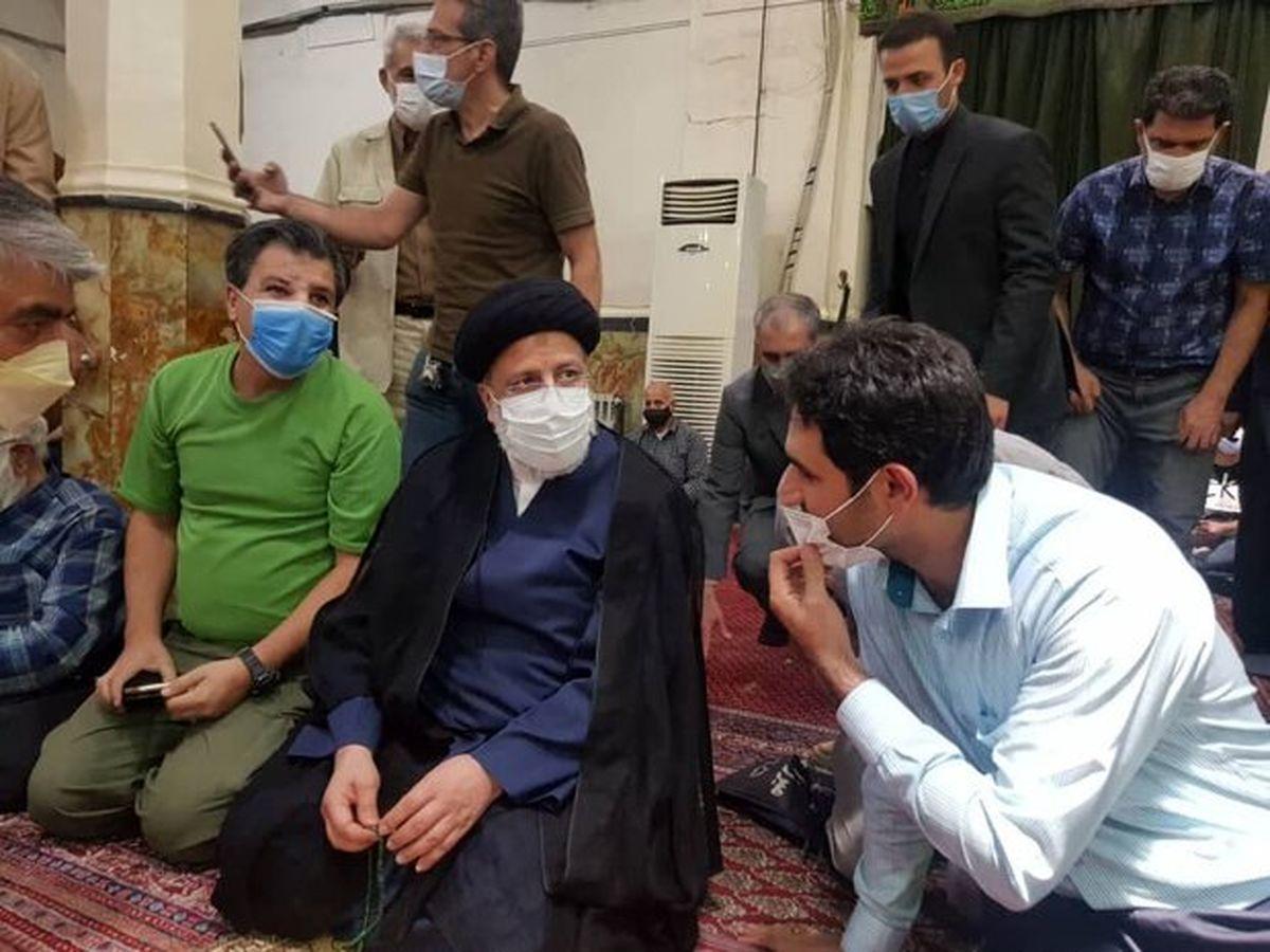 آیت الله رئیسی در بازار تهران حضور یافت