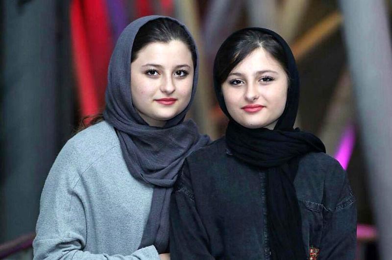 جواد عزتی هزارپا در کنار سارا و نیکای پایتخت