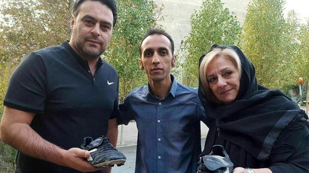 کفش مرحوم حجازی برای کمک به زلزله زدگان به فروش رفت