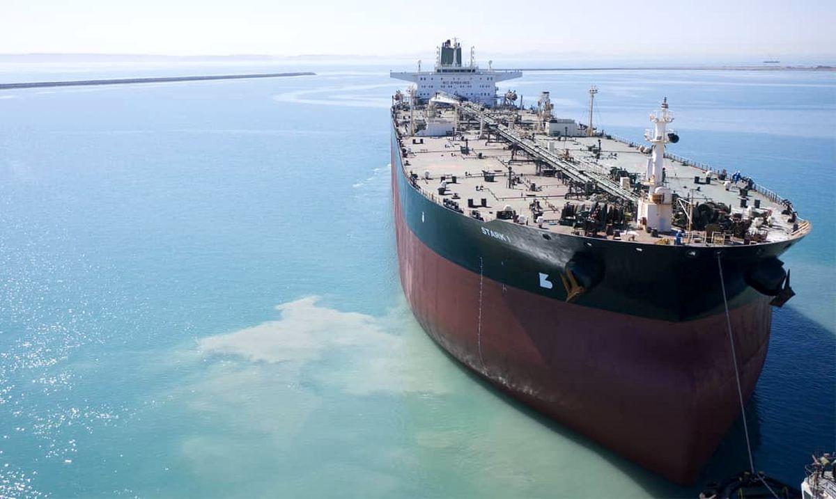 صادرات نفت در سال ۱۴۰۰ چقدر خواهد بود؟ / زورآزمایی دولت و مجلس بر سر تعیین آمار فروش نفت