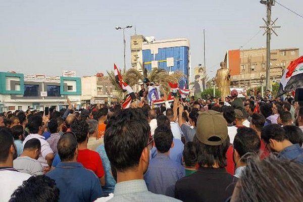 معترضان به استانداری کربلا یورش بردند