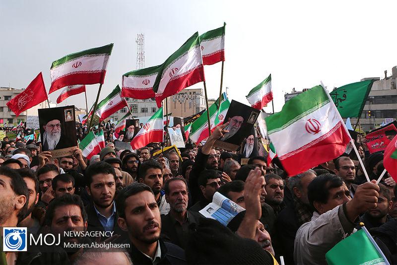 مردم یزد با راهپیمایی اقدام اغتشاشگران را محکوم کردند
