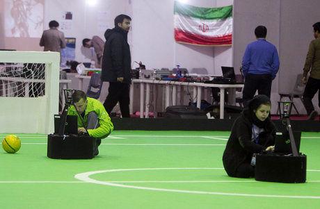 تیم رباتهای انساننمای امیرکبیر بر سکوی سوم جهان ایستاد