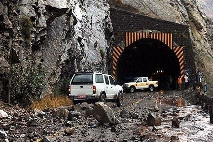 ریزش کوه، محور اندیمشک به خرمآباد آزاد راه پل زال را مسدود کرد