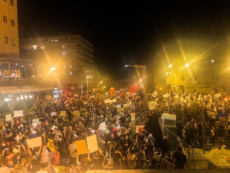 تظاهرات گسترده مقابل اقامتگاه نتانیاهو