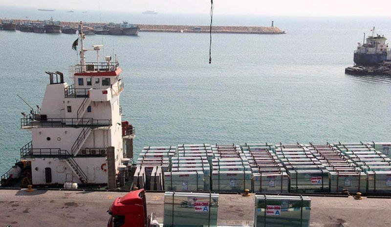 صادرات 1300 تن شیشه ساختمانی از بندر لنگه به قطر