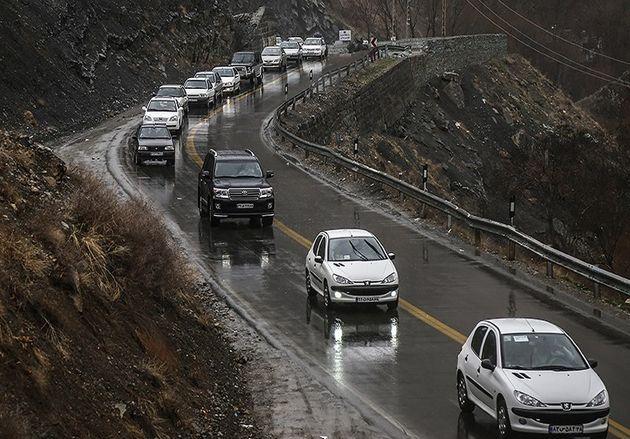 ترافیک سنگین در جادههای شمالی و بارش باران در جادههای جنوبی