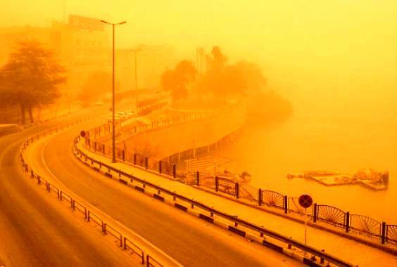 مدارس  و دانشگاهای  شادگان ، آبادان و خرمشهر به علت گرد و غبار تعطیل شدند