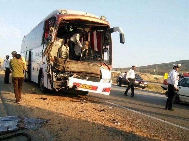 تصادف مرگبار تریلی با اتوبوس در محور اهواز-آبادان