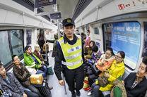 زن حامل اسلحه انفرادی و مهمات در مترو چین بازداشت شد