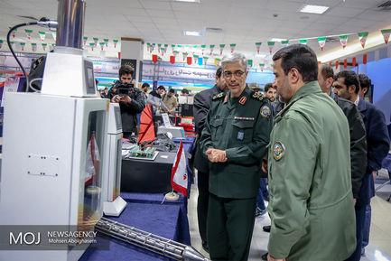 بازدید رییس ستاد کل نیروهای مسلح از نمایشگاه دستاوردهای انقلاب