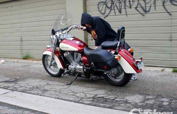 اعتراف سارق حرفه ای به سرقت 20 فقره موتورسیکلت در شادگان