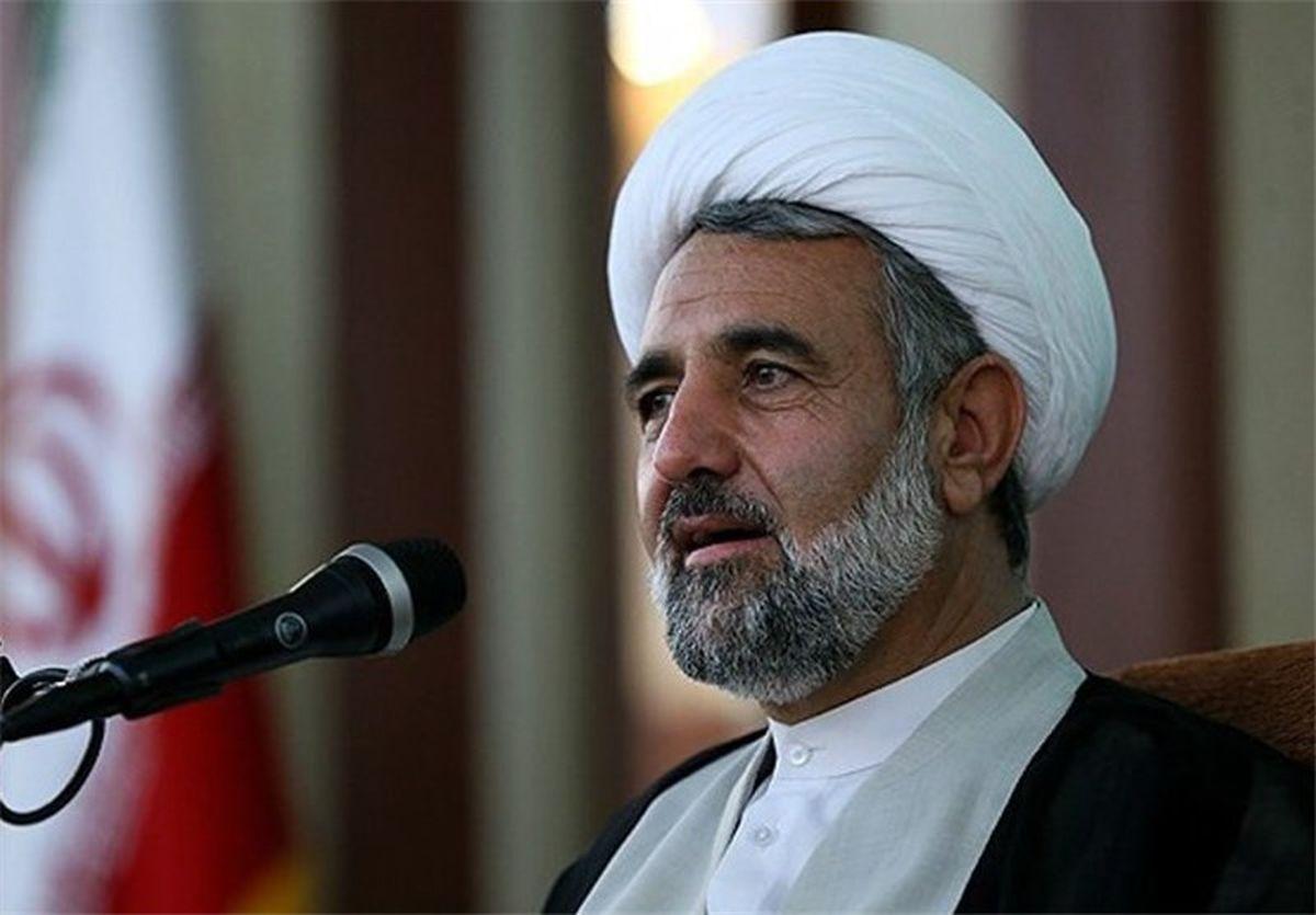 انقلاب اسلامی مانند آب حیات است
