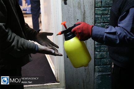 توزیع بسته های مقابله با کرونا در گرمخانه های تهران