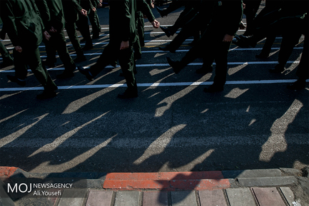 رژه یگان های نمونه ارتش در رشت
