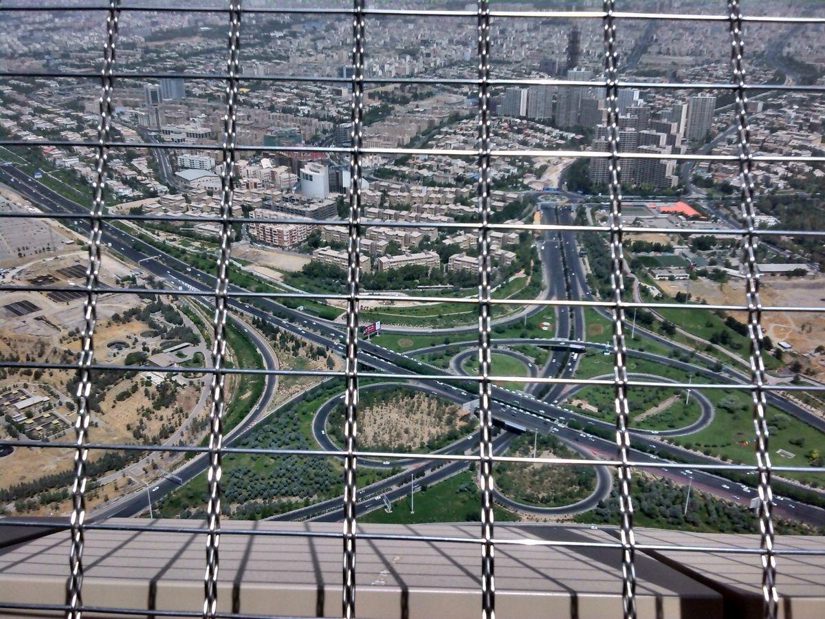 همچنان ۱۶ گود خطرناک در تهران وجود دارد / وزارت مسکن تا حدی با ساخت مسکن های ۲۵ متری مخالف است