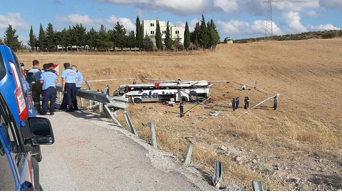 ۳۲ کشته و زخمی در واژگونی اتوبوس در ترکیه