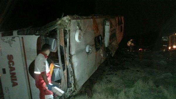 هفت کشته و 19 مجروح در واژگونی اتوبوس در محور اصفهان-آزادراه کاشان