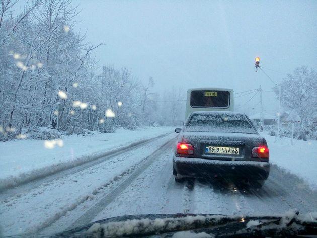 ترافیک نیمه سنگین در آزادراه تهران - کرج/ بارش برف و باران در 5 استان کشور