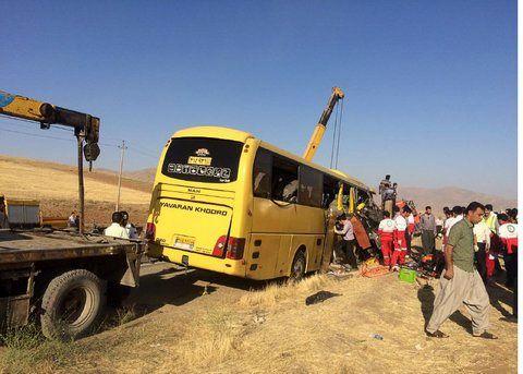 تصادف اتوبوس زائران اصفهانی با تریلی